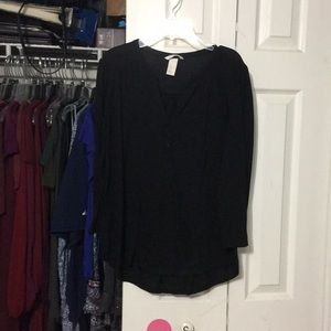Black 3/4 Sleeve V-Neck